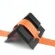 Ochranný roh plastový XL 90 x 90 mm, pre upínacie pásy ( gurtne ), zdvíhacie pásy oko-oko do šírky max. 50 mm. Vhodný ako ochrana pred prerezaním gurtne alebo zdvíhacieho pásu. Materiál : Plast, Farba : Čierna,